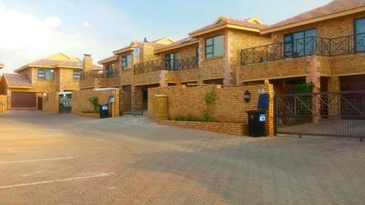 Property For Rent in Honeydew Manor, Roodepoort