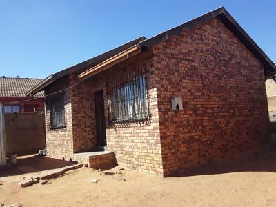 Property For Sale in Diepkloof Zone 5, Diepkloof