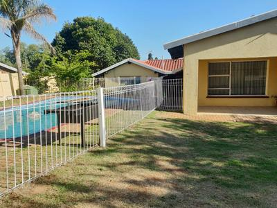Property For Rent in Horison, Roodepoort